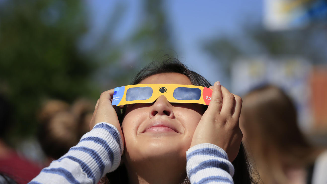 Campus eclipse viewing turns science lesson into celebration